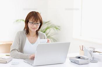 パソコン 女性 ブログ用 2.png