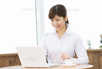 パソコン 女性 6 ブログ用.png