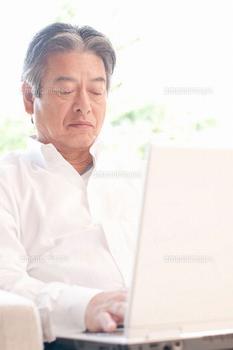パソコン 熟年男性 4 ブログ用.png